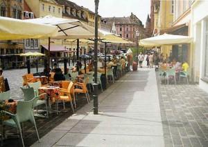 Gehwege und Gastronomie in Altenburg